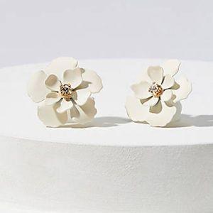 NWT LOFT White Flower Stud Earrings